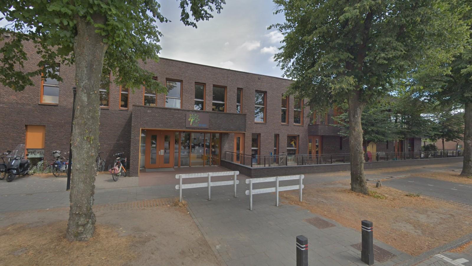 'Medewerker basisschool Weesp al maanden vast wegens ontucht met kinderen'