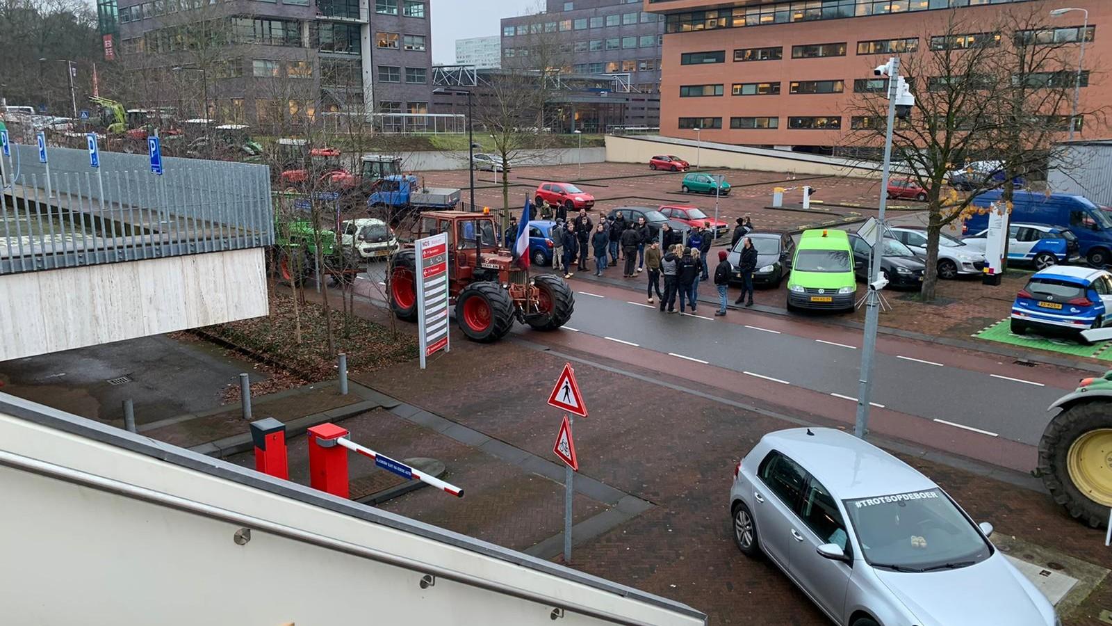 Terugkijken: Boeren protesteren op Mediapark, chaos op Hilversumse wegen