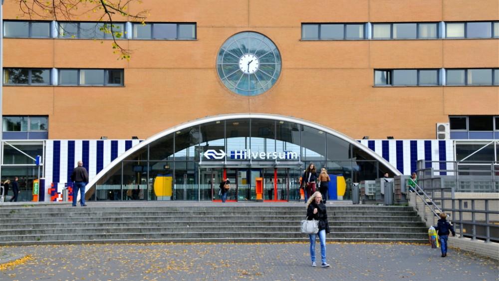 Geen bredere fietstunnel onder station Hilversum: wel veiliger, maar veel te duur