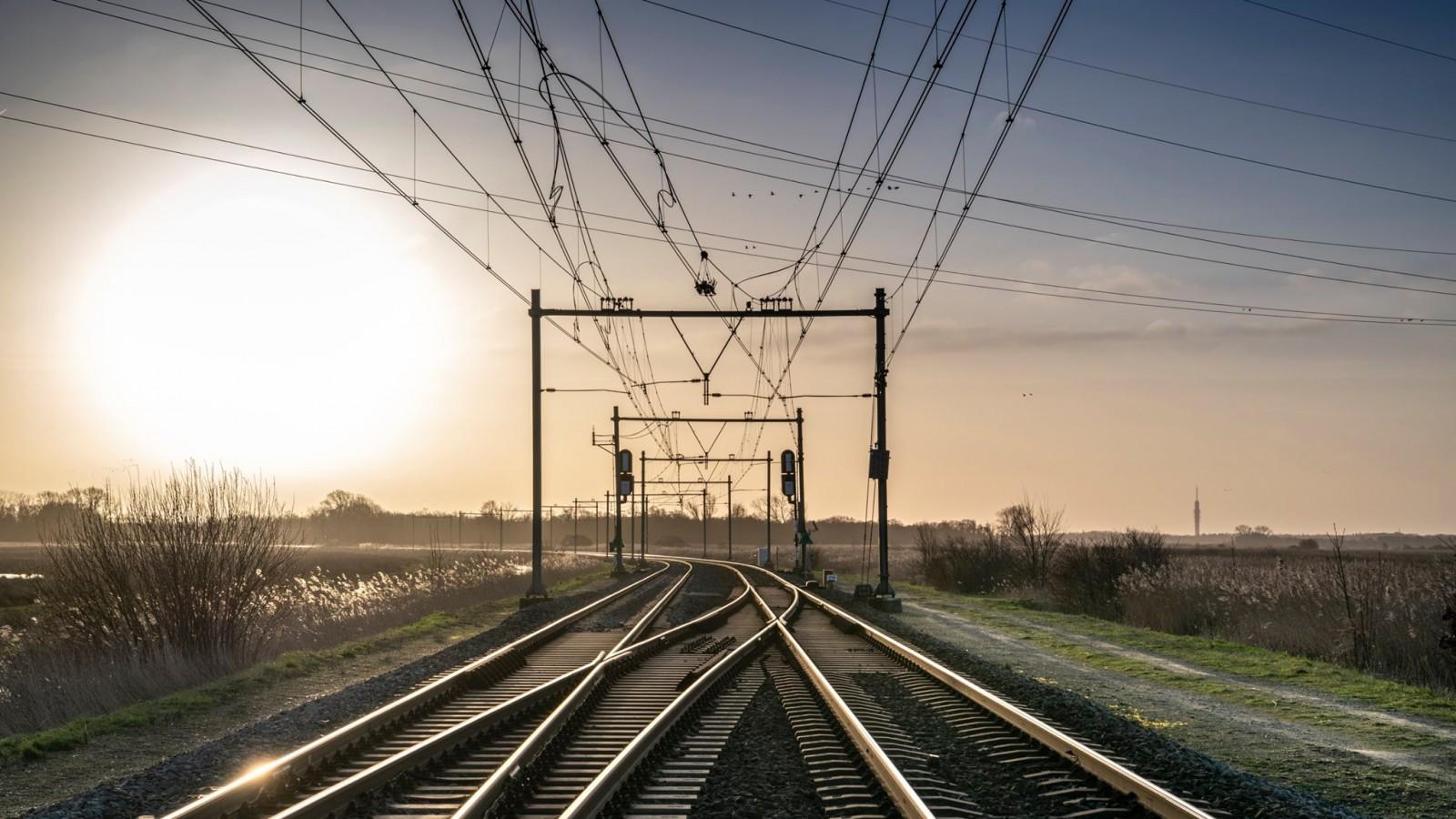 Trein van Weesp naar Amsterdam kan niet vertrekken door teveel passagiers