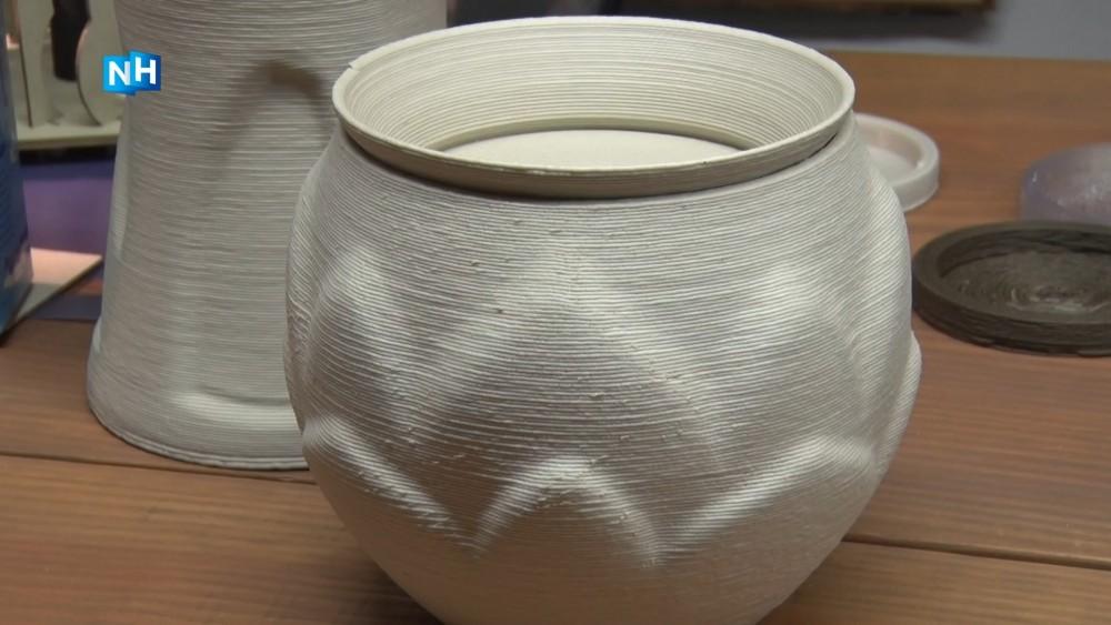 Biocirculair ontwerpster Klaske maakt urnen die kunnen vergaan