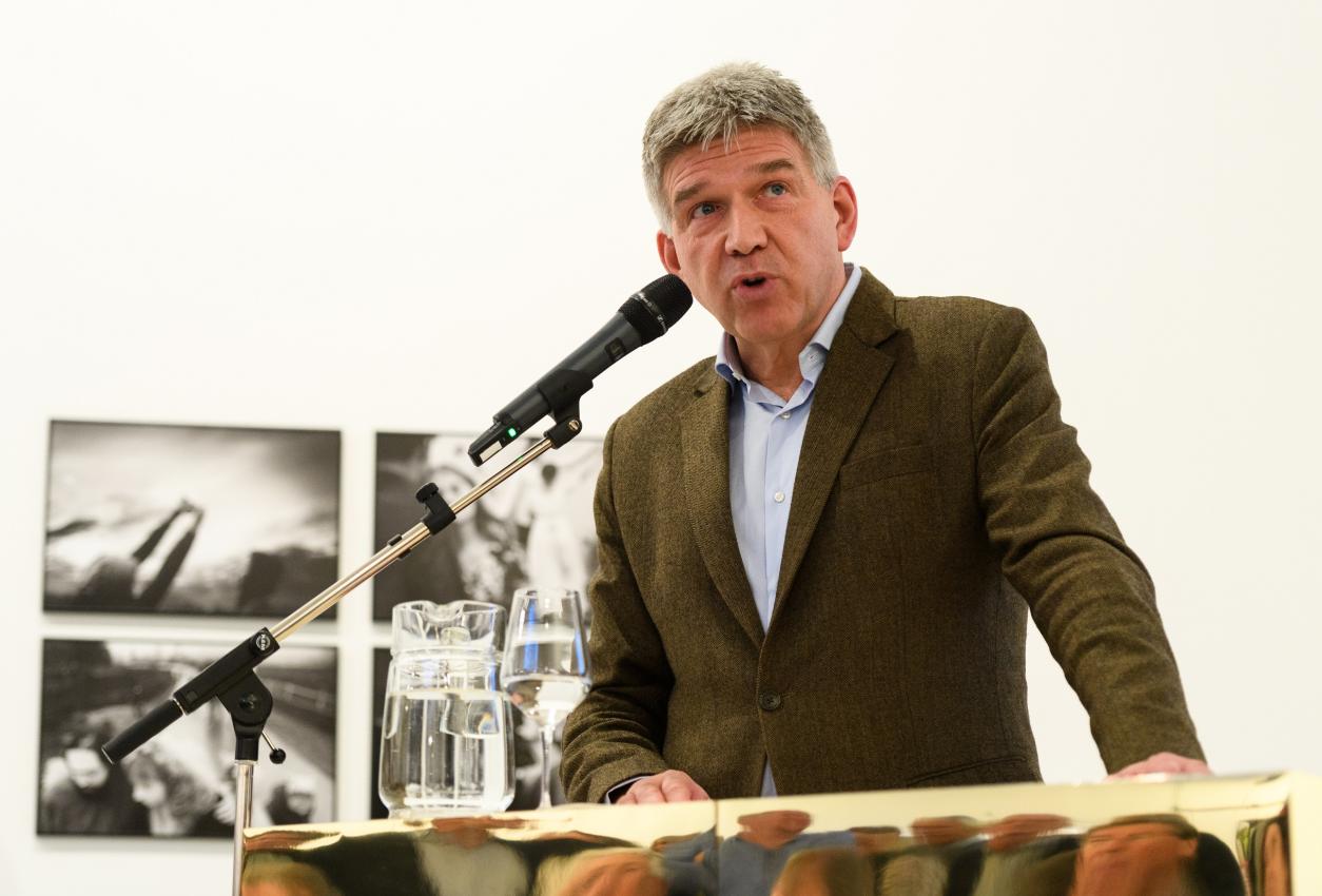 Wiethouder Wimar Jaeger benadrukte het belang van deze tentoonstelling in de Mediastad