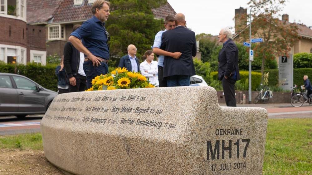 """Sobere herdenking Hilversumse MH17-slachtoffers: """"Ze worden nog dagelijks gemist"""""""