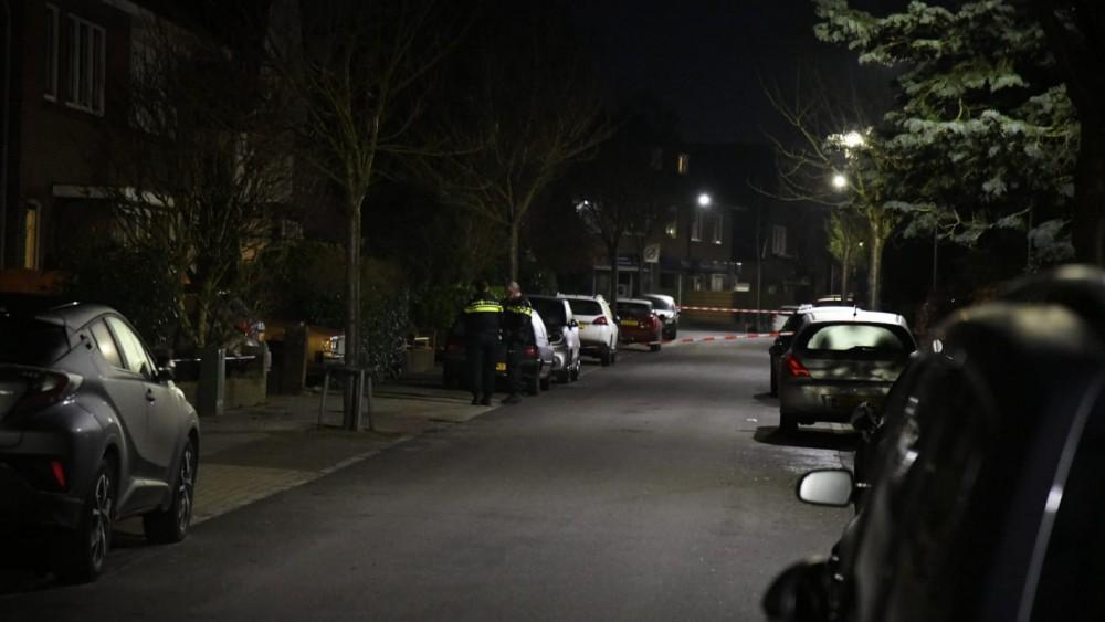 Overleden persoon gevonden onder auto in Hilversum