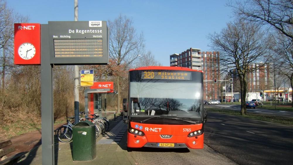 Geen gevolgen voor rijtijd HOV-bus als bus op Blaricums deel flink moet afremmen