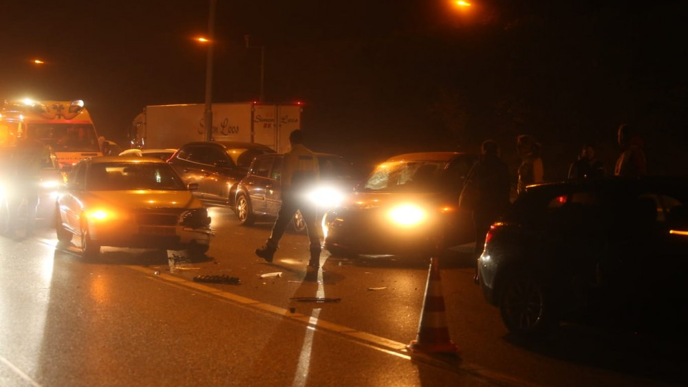 Vijf auto's betrokken bij kettingbotsing op A1 door dikke rook van Bussumse villabrand