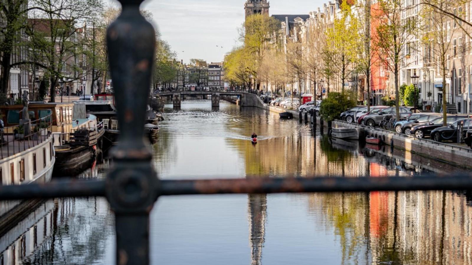 Muiderbergse Thijs (22) gaat 42 kilometer 'paddelen' ter ere van overleden vriend