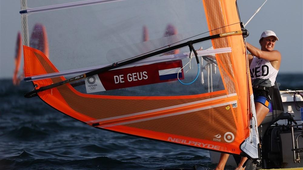 Blaricumse De Geus zesde na openingsdag RS:X-klasse