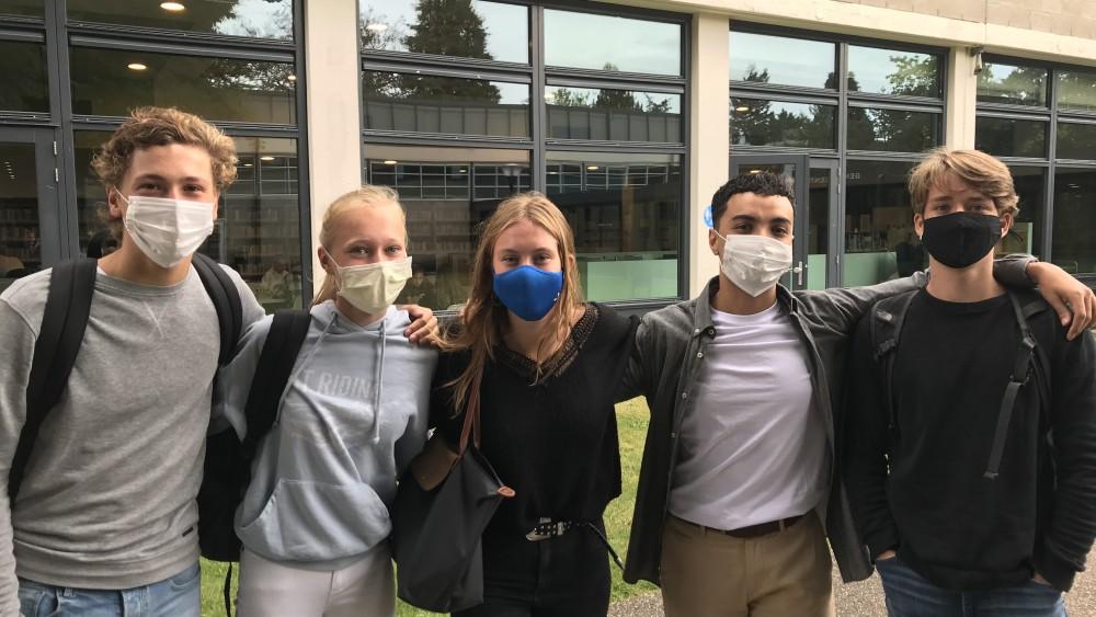 """Met mondkapje op naar school op Hilversums gymnasium: """"Het was even schrikken"""""""