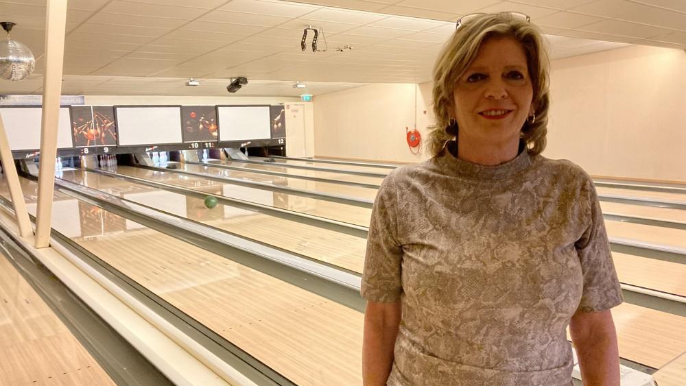 """Bowling houdt het niet meer vol en gooit bar open: """"Laat m'n tent niet failliet gaan"""""""