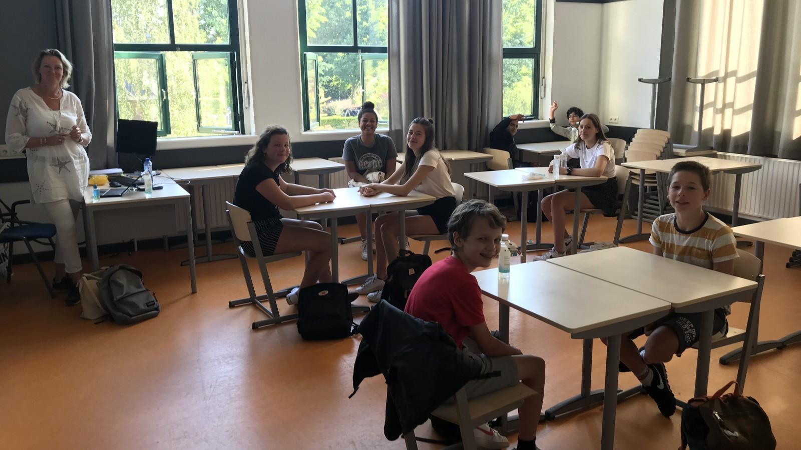 """Hilversumse middelbare school ontvangt weer leerlingen en minister: """"Het voelt als thuiskomen"""""""