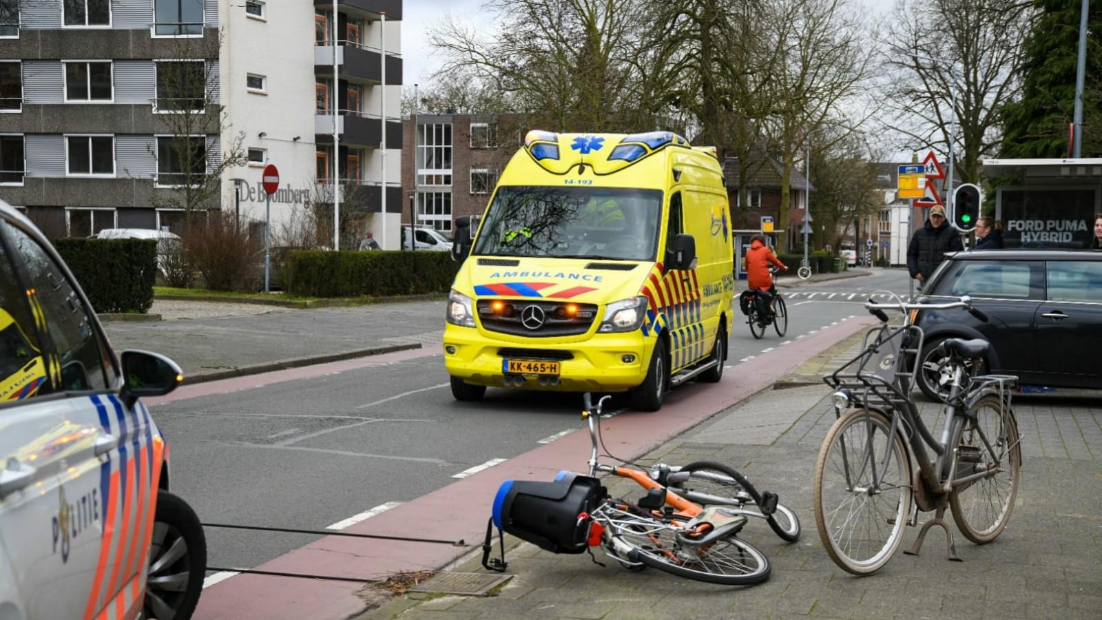 Vrouw gewond op straat na ongeluk in Hilversum