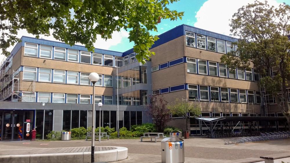 Ook derde Bussumse middelbare school ontkomt niet aan corona-uitbraak: negen zieken