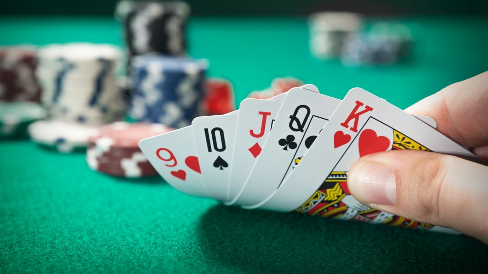 Jackpot voor politie: zeven mannen gepakt voor illegaal gokken in Hilversumse garage