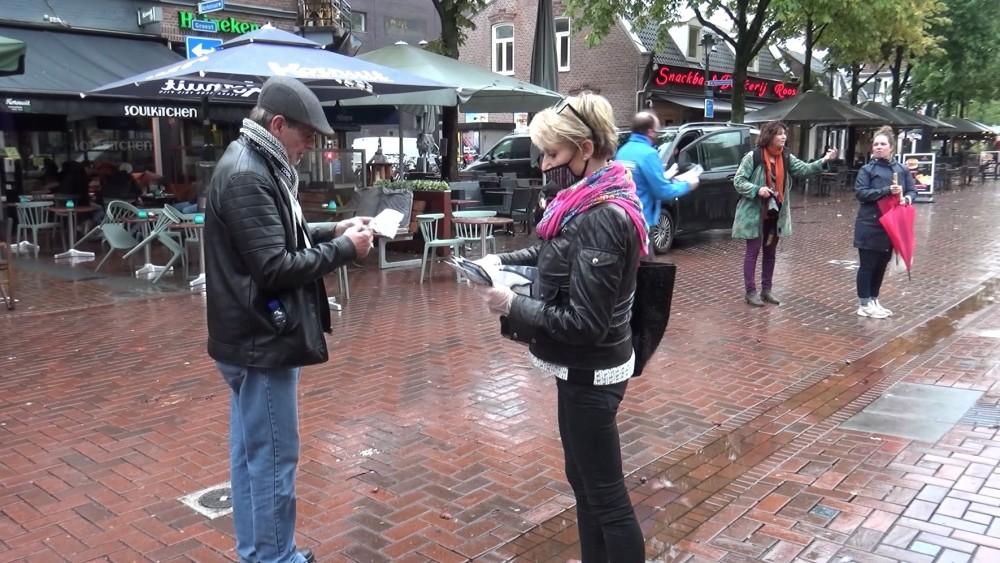 Hilversum wil dat bezoekers mondkapje dragen: burgemeester en wethouders delen ze uit