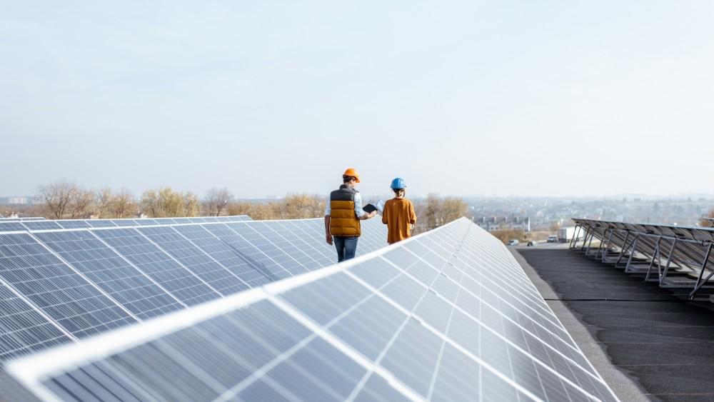 Huizen wil zonnepanelen op elk bedrijfsdak