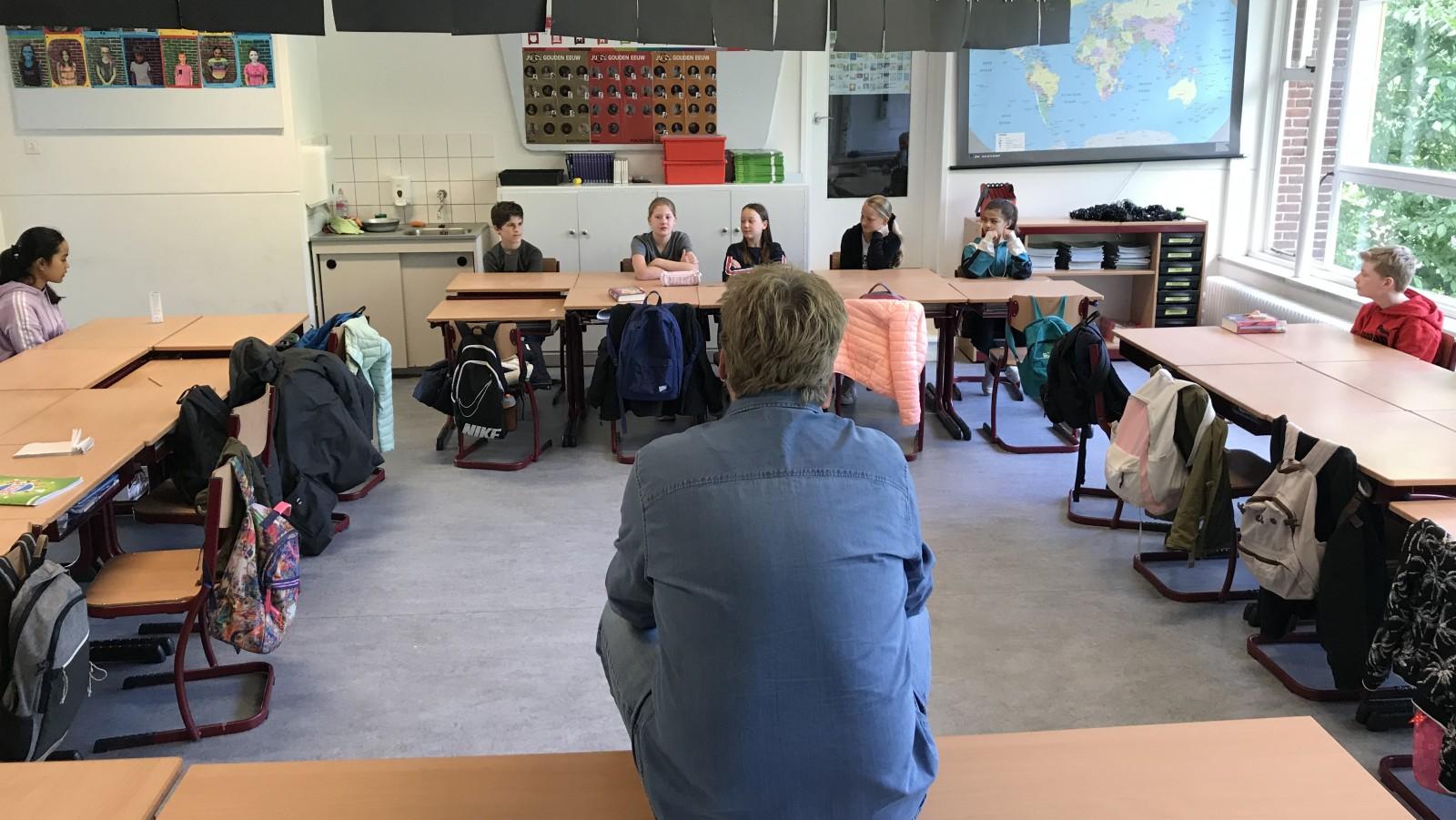"""Hilversumse leerlingen stralen op schoolplein: """"Het is leuk om weer met al je vrienden te kunnen spelen"""""""