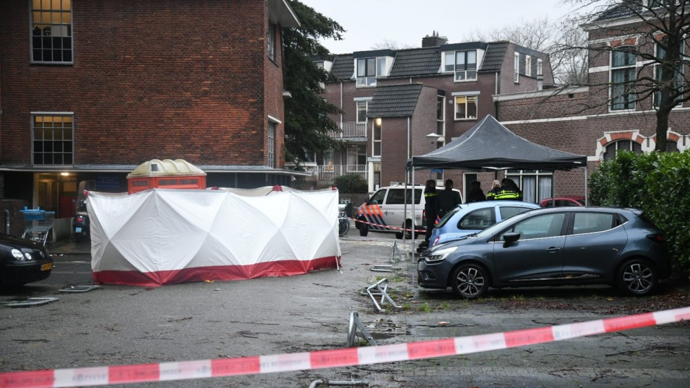 Lichaam gevonden in mobiel toilet in Hilversums parkeerhofje