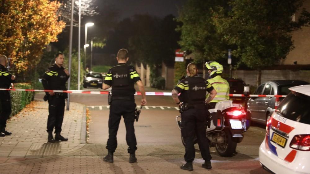 Politie in Naarder woonwijk na melding over geloste schoten