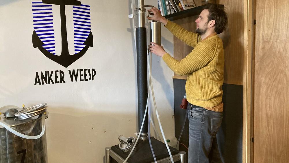 Christian heeft de 'kleinste jeneverstokerij ter wereld' op bijzondere plek
