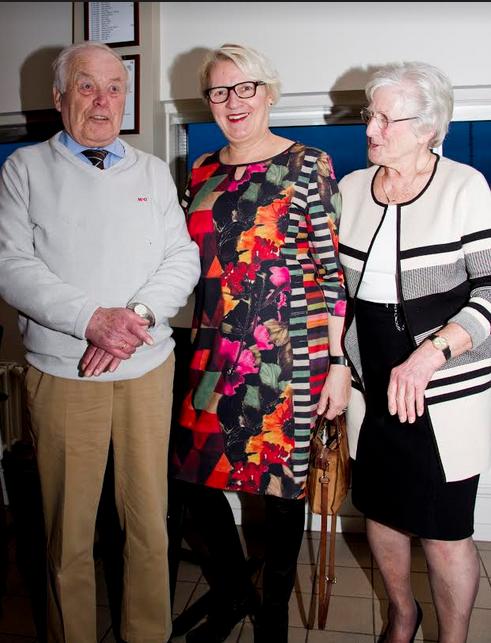 Wethouder Verhage (midden) met Jaap Doorn en zijn vrouw (Foto: Foto: Sylvia Vrenegoor)