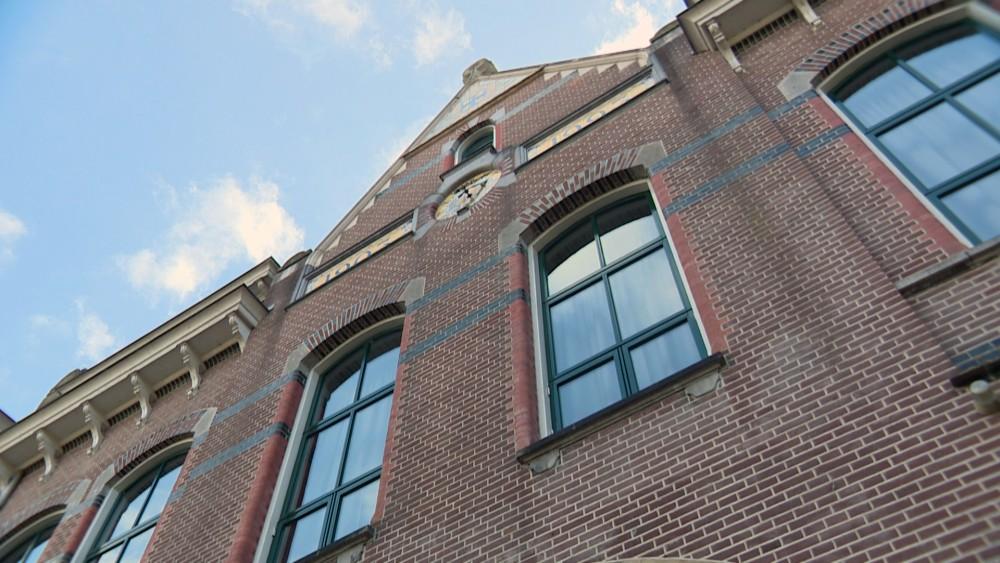 Gooise scholen willen maximaal aantal dagen open: les in een kerk of de Vorstin