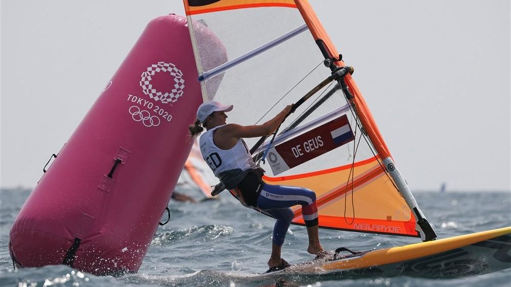 Geen verbetering voor windsurfster Lilian de Geus; nog altijd zesde