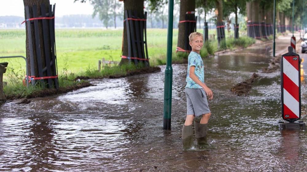 Eemnesser huishoudens uren zonder water door gesproken waterleiding
