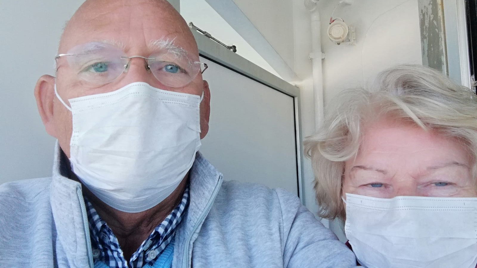 """Blaricums echtpaar al weken vast op een schip: """"Hopen dat we snel hier weg kunnen"""""""