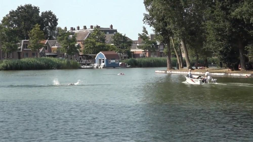 Populaire Weesper zwemplek blijft ondanks protest de komende tijd dicht