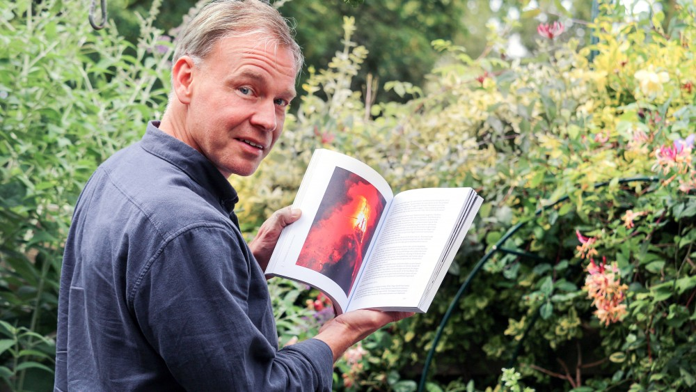 """Weesper maakt boek over bedreigde Laurentiuskerk: """"Van de laatste mis tot het eerste biertje"""""""