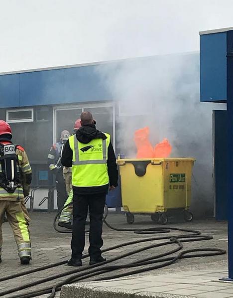 Eerst moest een containerbrand worden bestreden