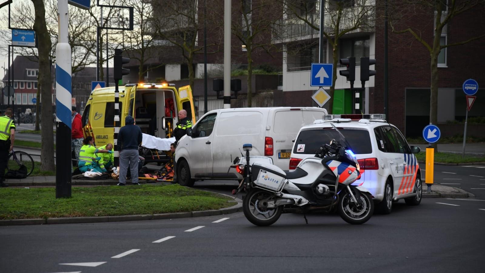 Fietsser gewond na aanrijding op oversteekplaats in Hilversum