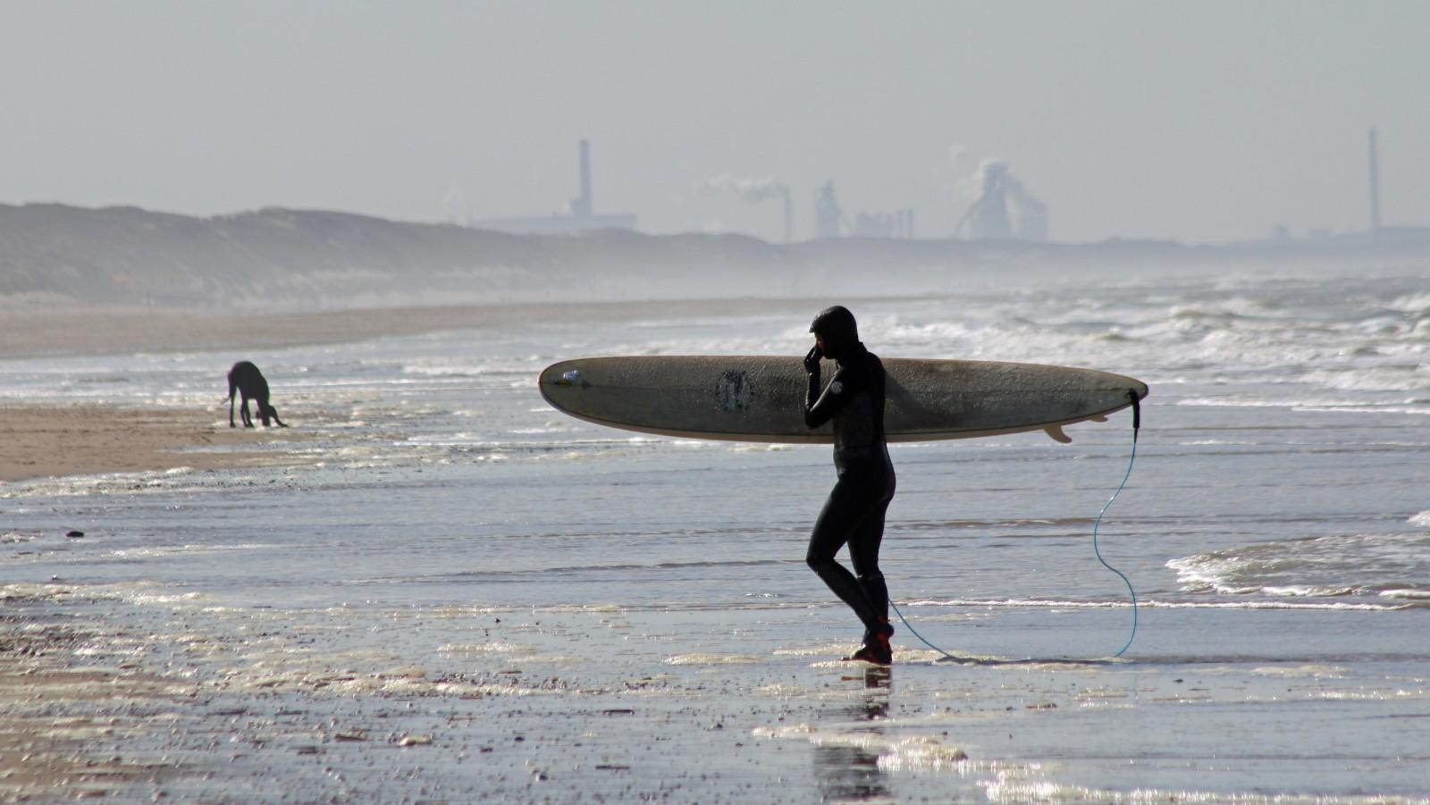 Stranden en bossen verlaten: corona houdt Noord-Holland massaal thuis