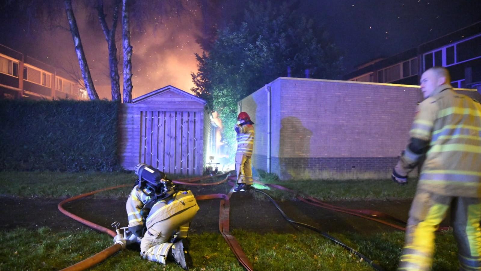 Felle brand uitgebroken in schuur Hilversum