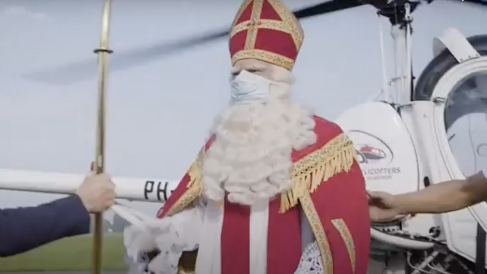 Sinterklaas met 'dringende boodschap' per helikopter naar burgemeester Hilversum