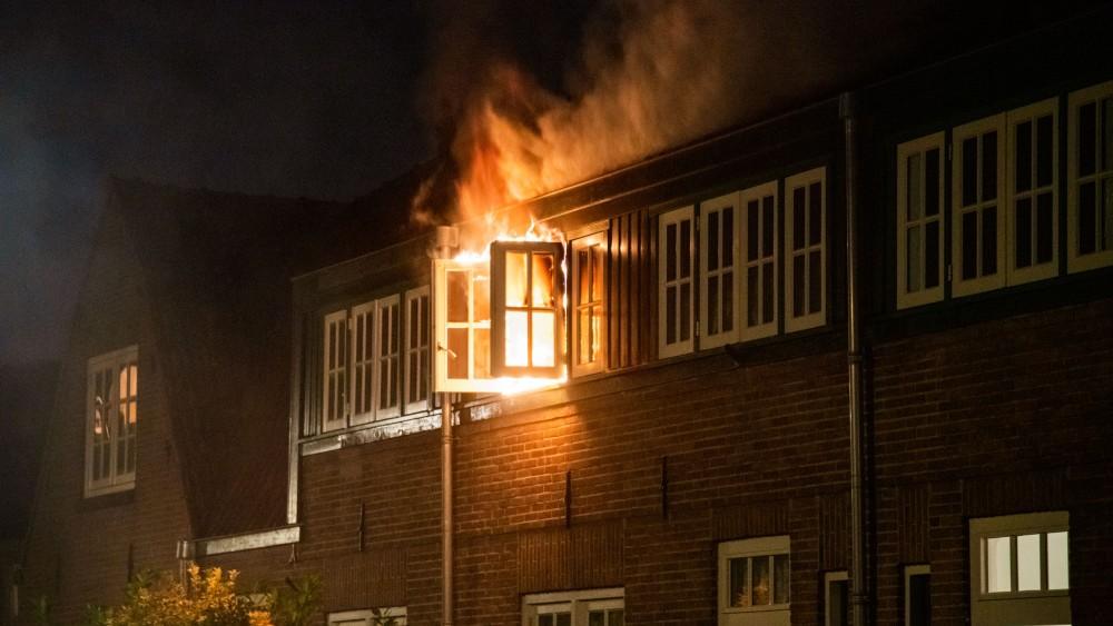 Uitslaande brand veroorzaakt flinke schade aan woning Hilversum