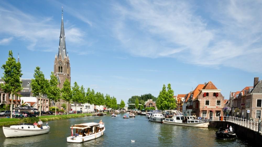 Weesp wil gastvrijer worden: bootjesmensen kunnen gratis door de bruggen