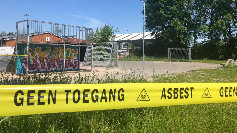 Kortenhoefse jongerenhangplek afgezet na vondst asbest