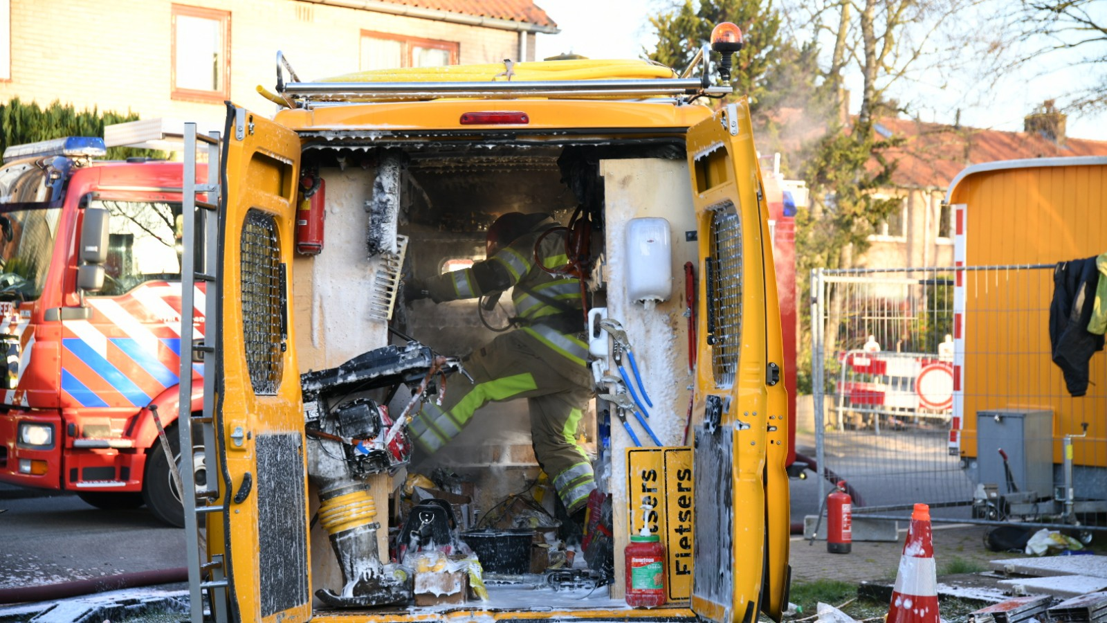 Aannemersbusje uitgebrand in Loosdrecht