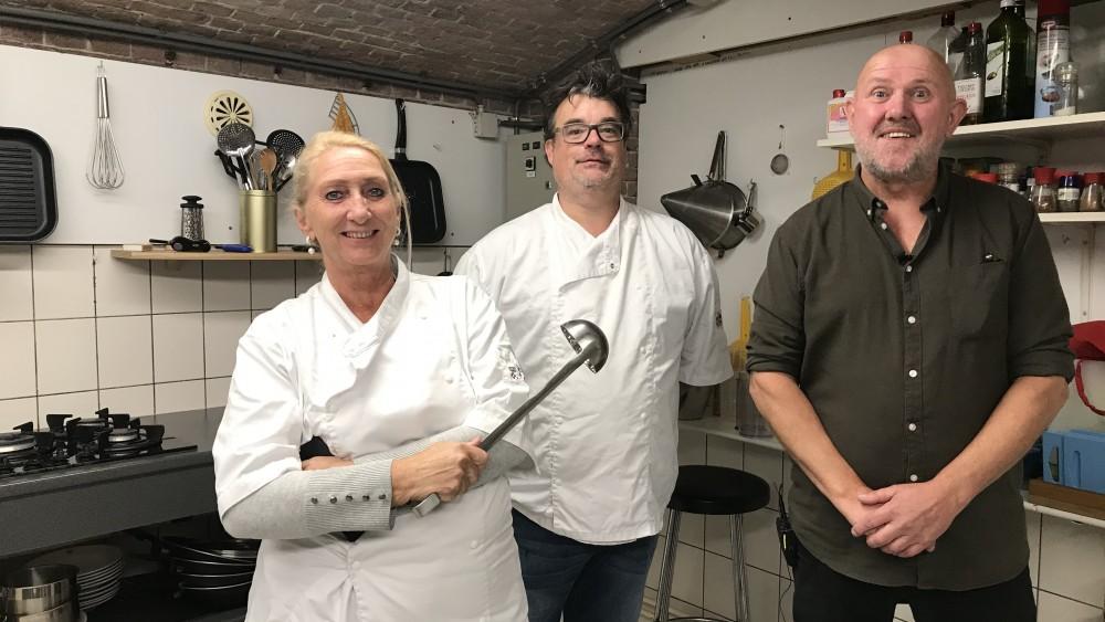 Rob en z'n team helpen kwetsbare Weespers door voor ze te koken