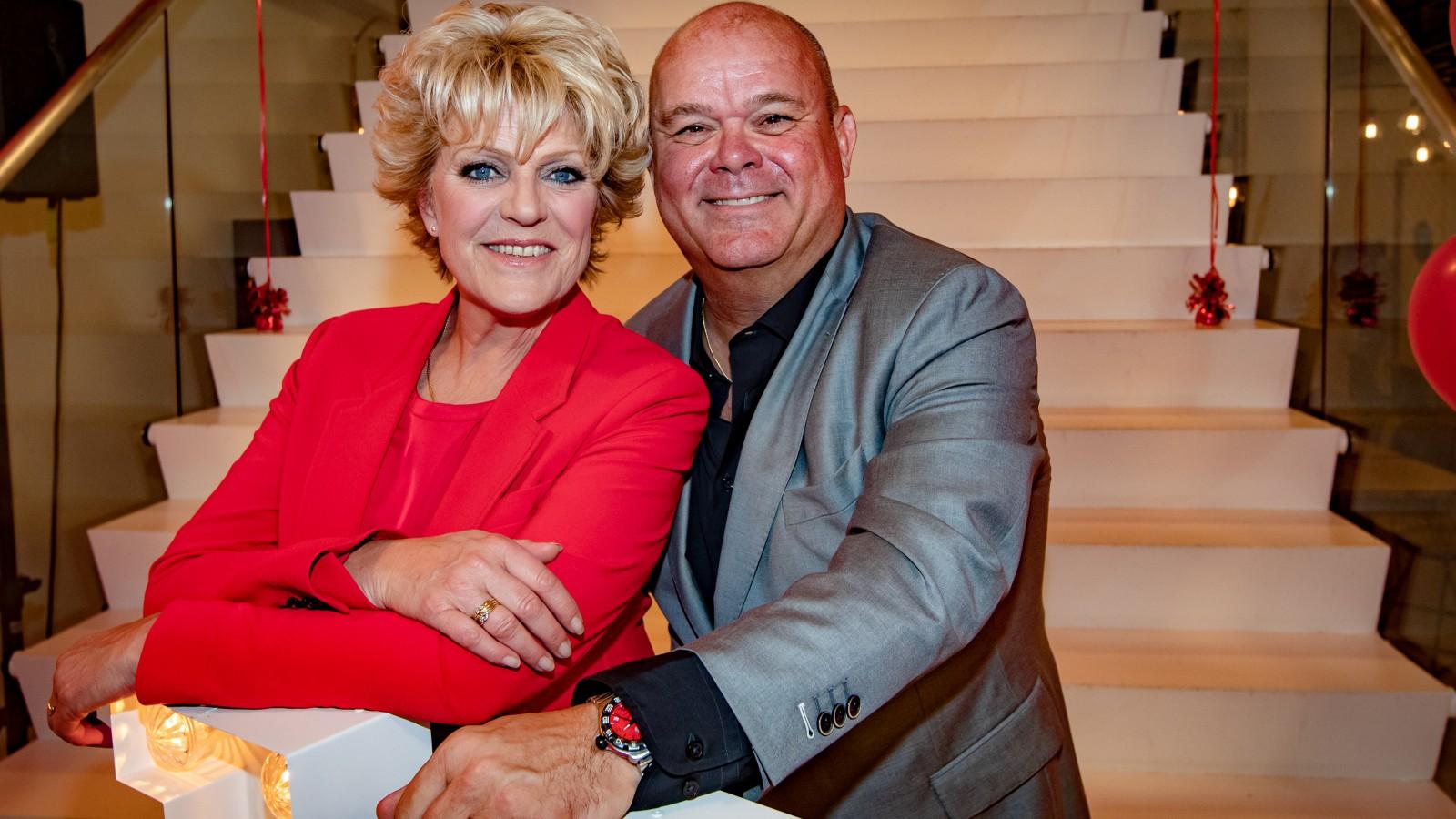 Straks live: Simone Kleinsma en Paul de Leeuw verrassen Blaricumse ouderen