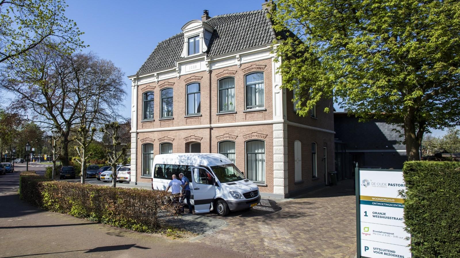 """Klein Huizer verzorgingshuis mag als proef weer bezoek ontvangen: """"We hebben het gemist"""""""