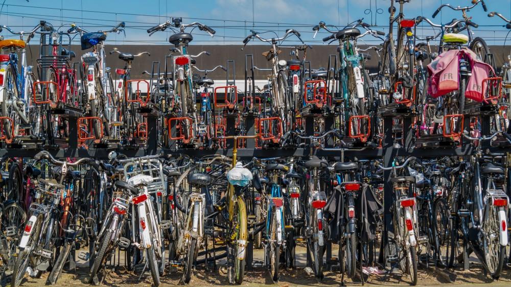 Weesjes en wrakken moeten veld ruimen: Weespers kunnen fiets weer kwijt