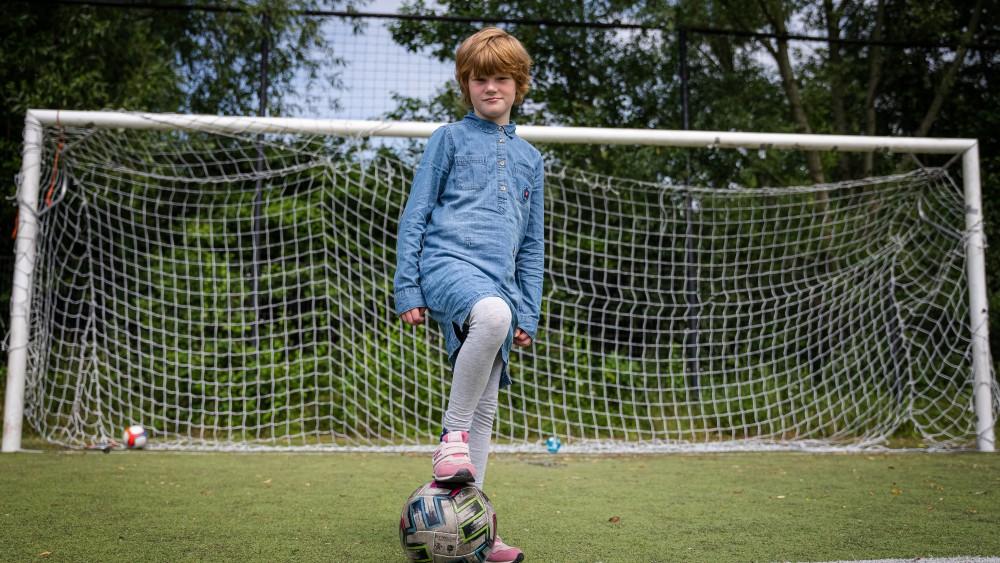 """Eva (7) heeft autisme en zoekt sportmaatjes: """"Meer kinderen met zelfde probleem"""""""