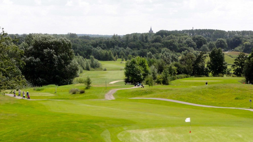Verloederde golfbaan Naarderbos aangeboden als alternatief voor zonnepark