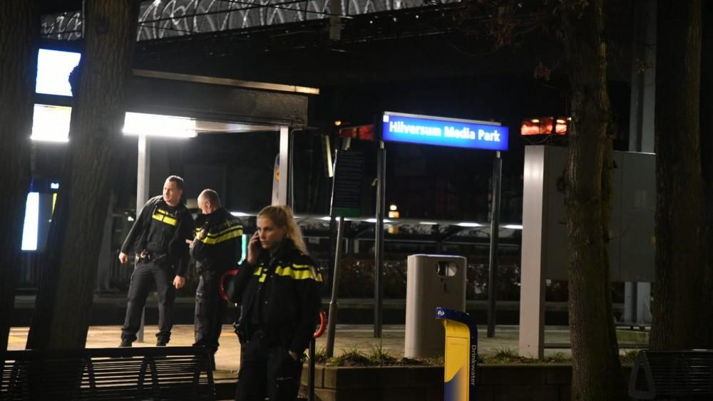 Treinverkeer rond station Hilversum Mediapark stilgelegd om achtergelaten tas