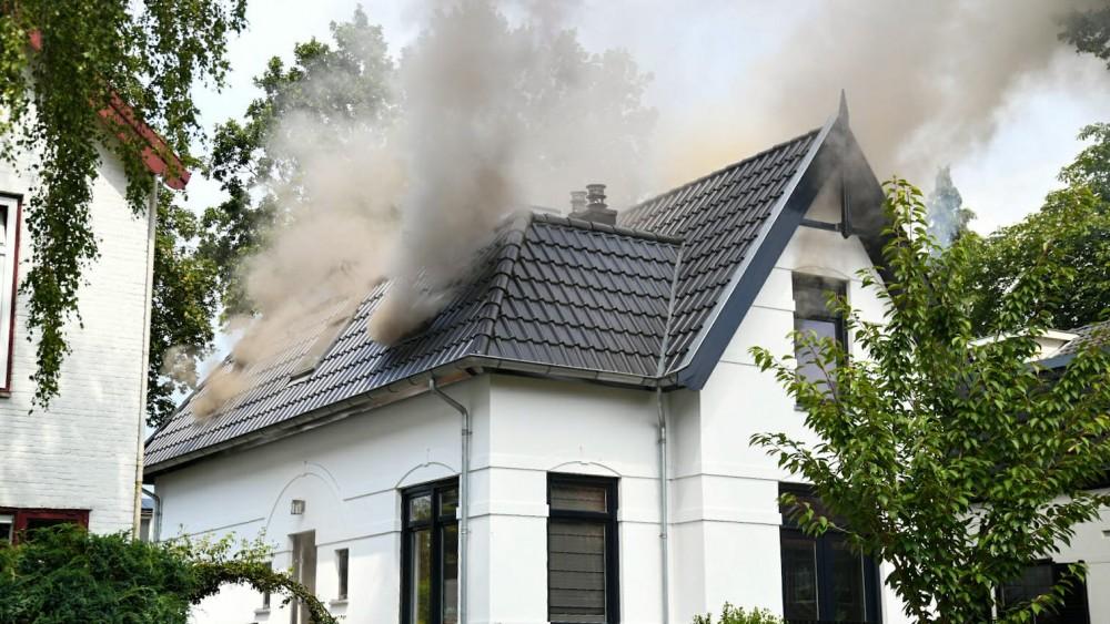 Veel rook door brand in woning met kinderdagverblijf, kinderen snel veilig