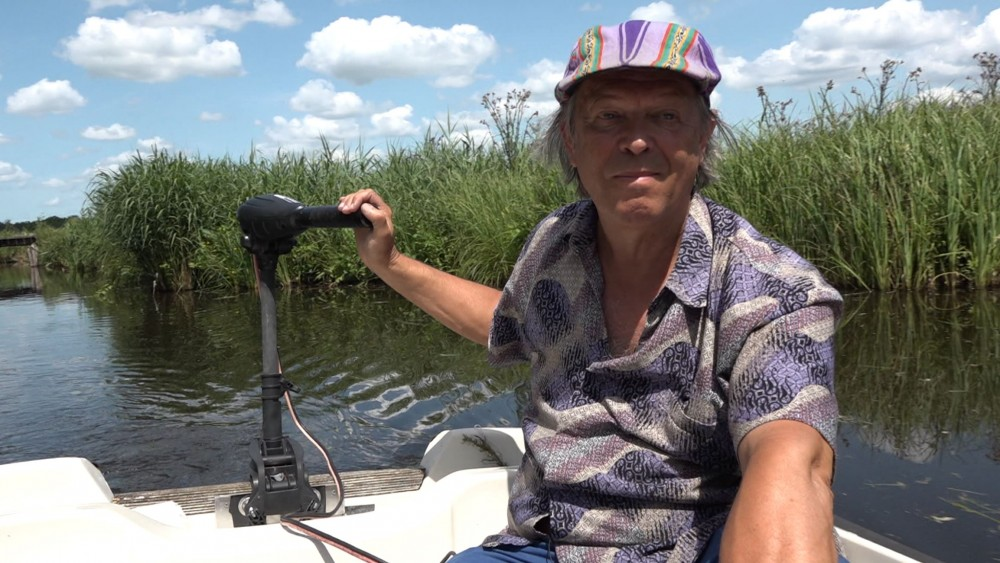 Kees maakt de Loosdrechtse Plassen 'cabombavrij', tot vreugde van het waterschap