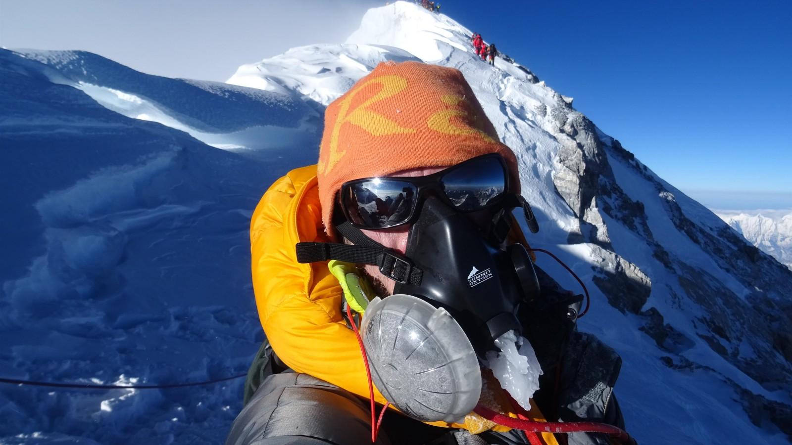 Wilco schrijft boek over zware beklimming Mount Everest, waar het nu doodstil is